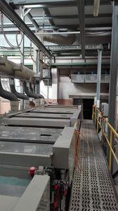 Automatická jednořadá linka pro nanášení galvanického cínu na ocelové dílce na závěsech