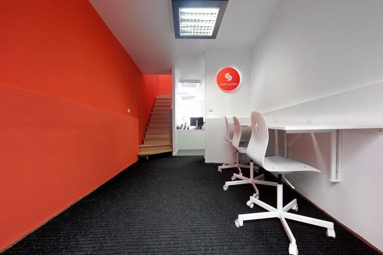 Kancelar sugarfactory 01 vstupni prostor s operativnimi pracovisti