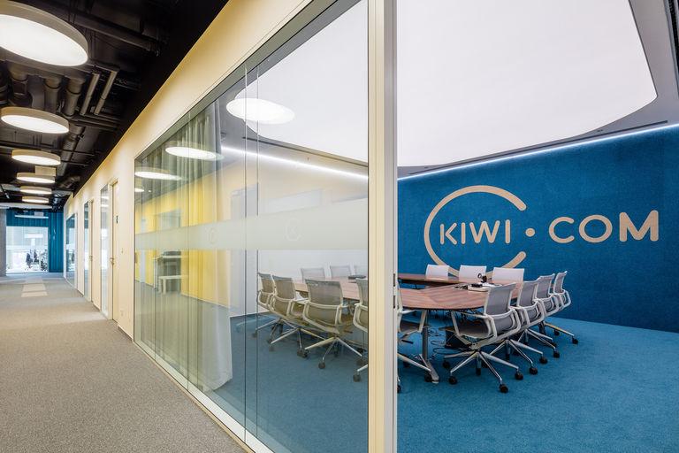 hlavní jednací místnost – Kanceláře KIWI.COM | Horalík Atelier