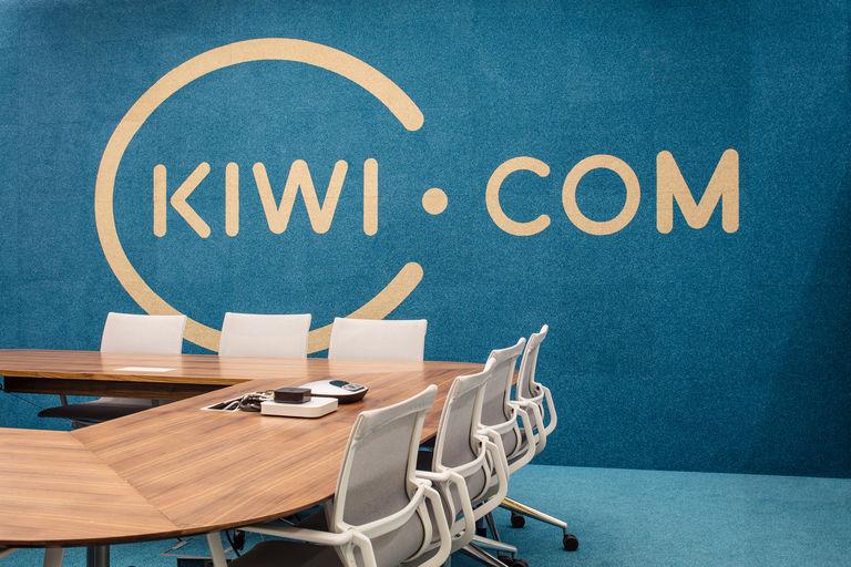 detail hlavní jednací místnosti – Kanceláře KIWI.COM | Horalík Atelier