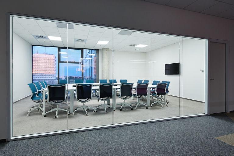 jednací místnost – Kanceláře KIWI.COM | Horalík Atelier
