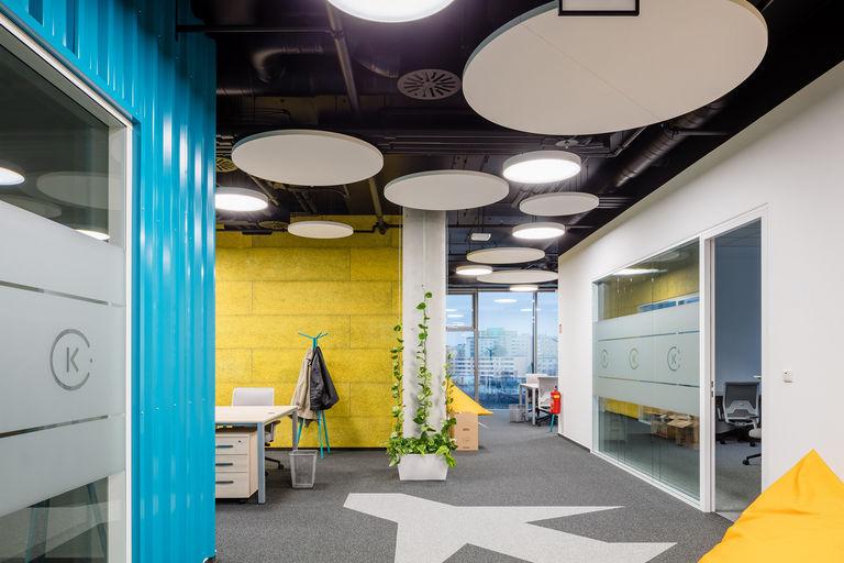 kreativní prostor IT – Kanceláře KIWI.COM | Horalík Atelier
