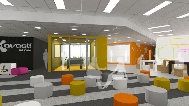 hlavní shromažďovací prostor s výhledem na relaxační místnost se stolním fotbalem – kanceláře AVAST mobile I | Horalík Atelier