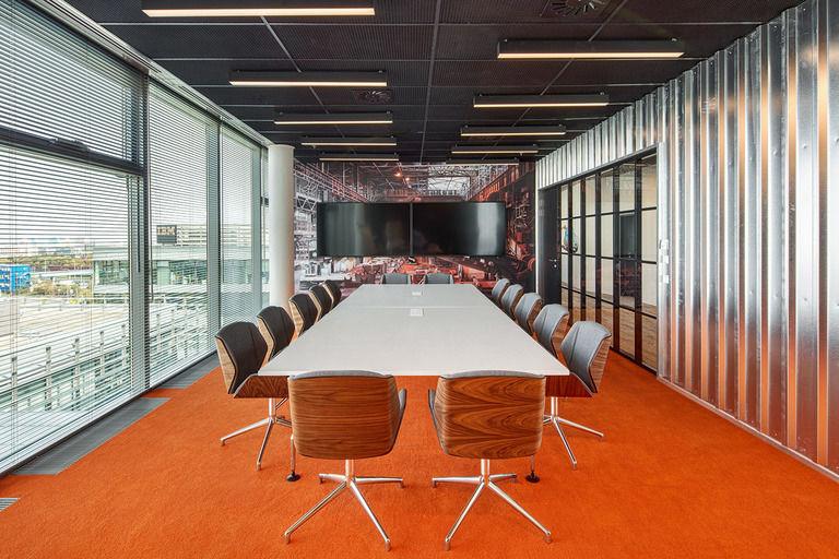 tovární jednací místnost – Kanceláře CA Technologies | Horalík Atelier