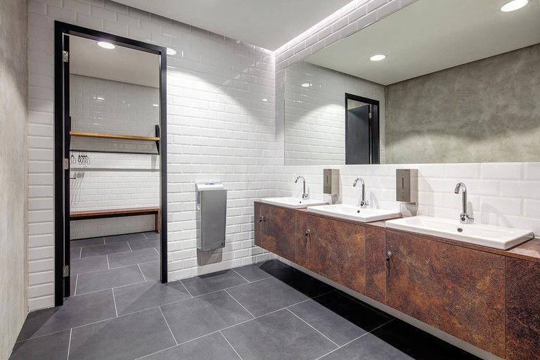 předsíň sprch – Kanceláře CA Technologies | Horalík Atelier