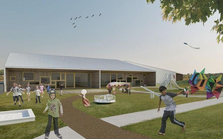 budovy školky působí ze zahrady jen jako dva jednoduché domy – mateřská škola v semilech | Horalík Atelier