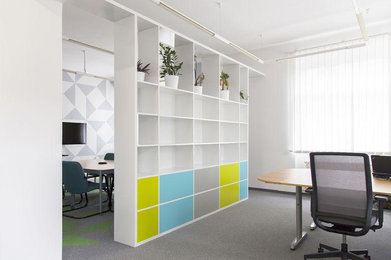 pohled z pracovní části – kanceláře IPEX praha | Horalík Atelier