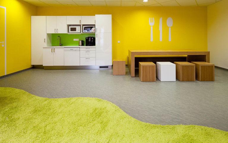 jídelní kout v relaxační místnosti – kanceláře INMITE | Horalík Atelier