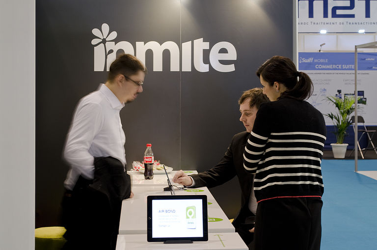 prezentační tým – výstavní stánek INMITE | Horalík Atelier